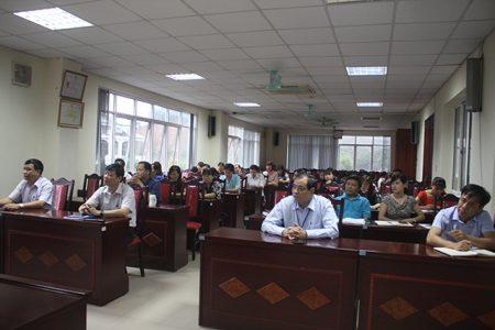 """Cán bộ và đảng viên Trung tâm Kiểm soát bệnh tật Lào Cai học tập chuyên đề """"học tập và làm theo tư tưởng, đạo đức, phong cách Hồ Chí Minh"""" năm 2018"""