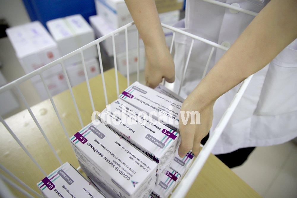 Lào Cai tiếp nhận thêm 1.300 liều vắc xin phòng Covid-19 từ Bộ Y tế